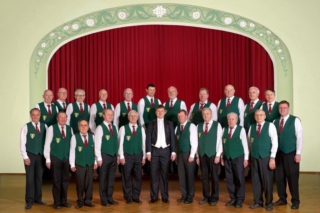 Der Männerchor des Männergesangvereines Langenbernsdorf e. V. im Jahr 2016